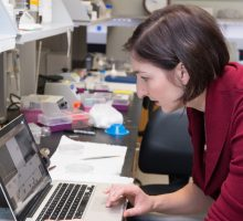 Prof. Lisa Manning in SBI Biomaterials Lab Engineering